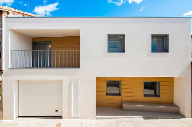 Vivienda unfamilir en Tormantos: Casas de estilo moderno de Javier Lafita