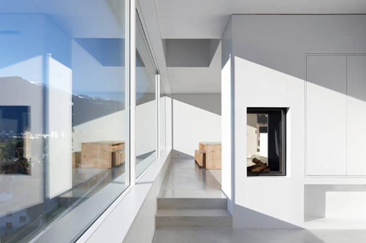 Einfamilienhaus Halde mit Atelier: moderne Esszimmer von Albertin Partner