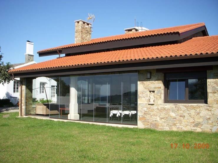 rustikale Häuser von DE DIEGO ZUAZO ARQUITECTOS