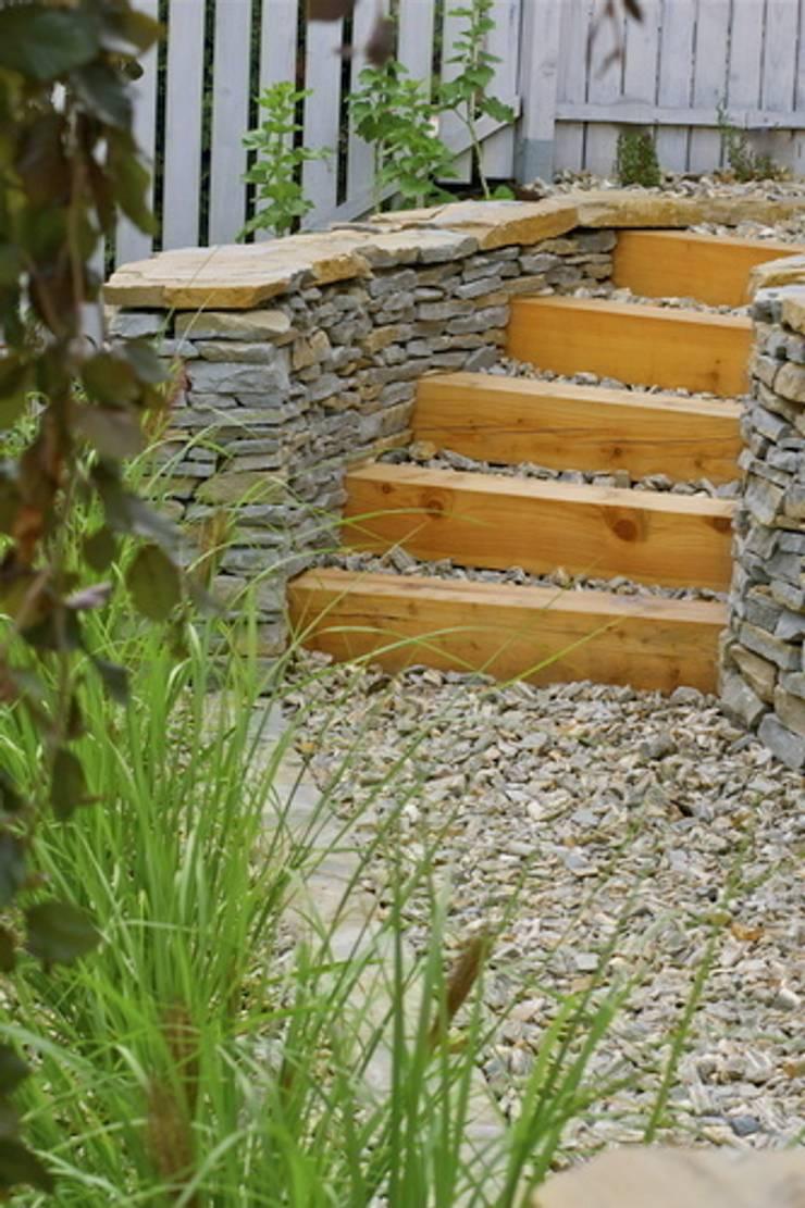 Nowoczesny ogród w Krakowie: styl , w kategorii Ogród zaprojektowany przez Pracownia Projektowa Architektury Krajobrazu Januszówka,