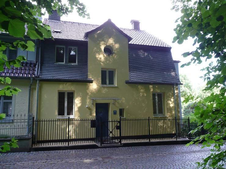 Strassenfront: klassische Häuser von Architekt Dipl.Ing. Udo J. Schmühl