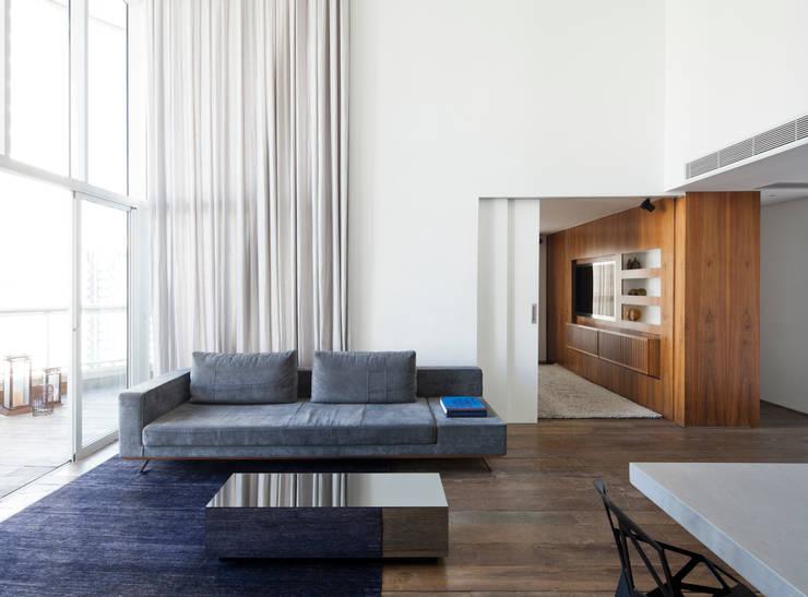 14: Salas de estar minimalistas por Meireles Pavan arquitetura