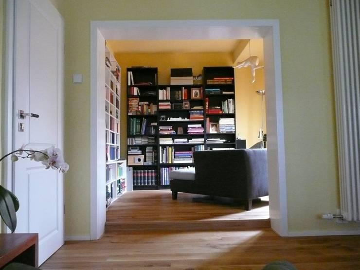 Leseraum an Schlafraum: minimalistische Schlafzimmer von Architekt Dipl.Ing. Udo J. Schmühl
