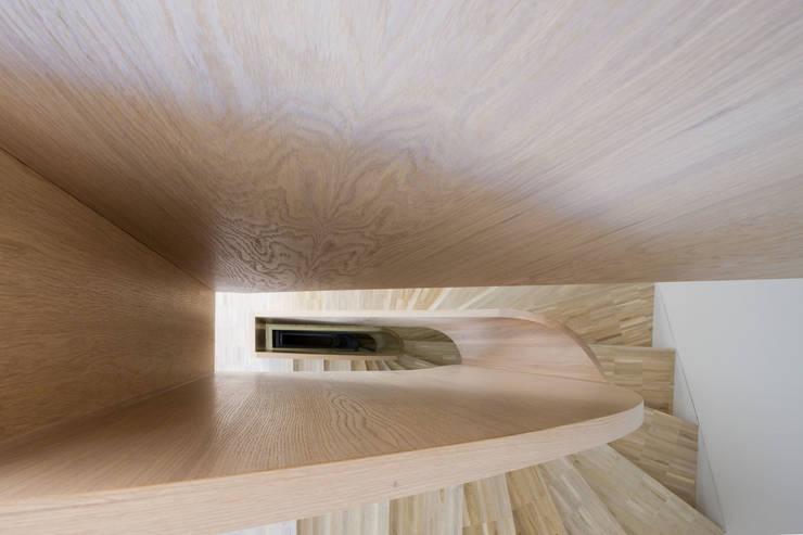 TOWNHOUSE P15:  Flur & Diele von Nalbach + Nalbach Gesellschaft von Architekten mbH