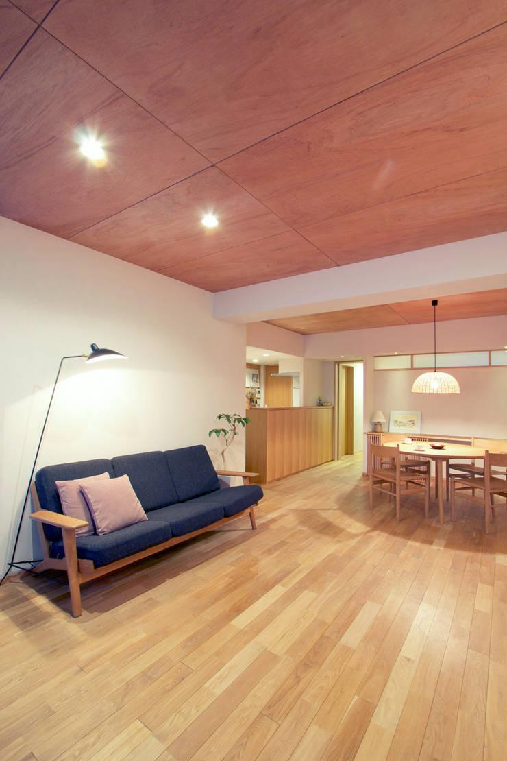 リノベーションで中古マンション再生: 二葉設計一級建築士事務所が手掛けた家です。