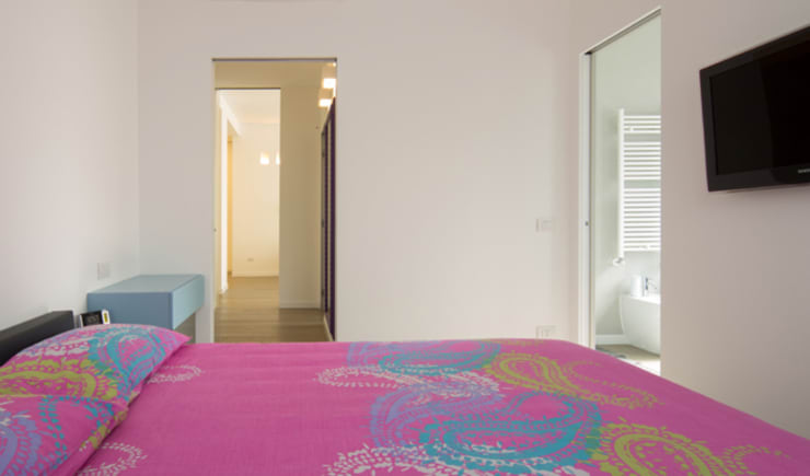 Dormitorios de estilo minimalista por ristrutturami