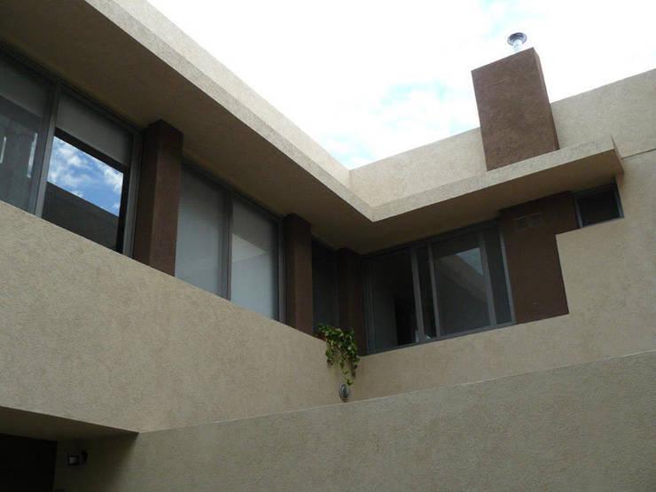REVESTIMIENTO EXTERIOR : Casas de estilo  por IL RIVESTIMENTO