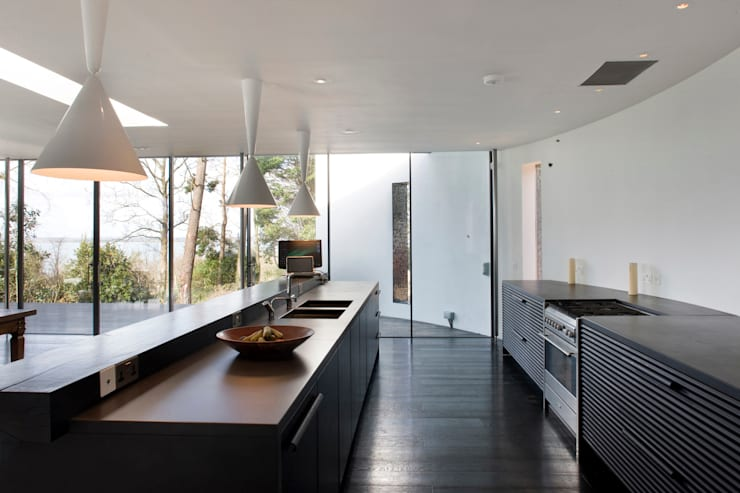 Seaglass House:  Kitchen by The Manser Practice Architects + Designers