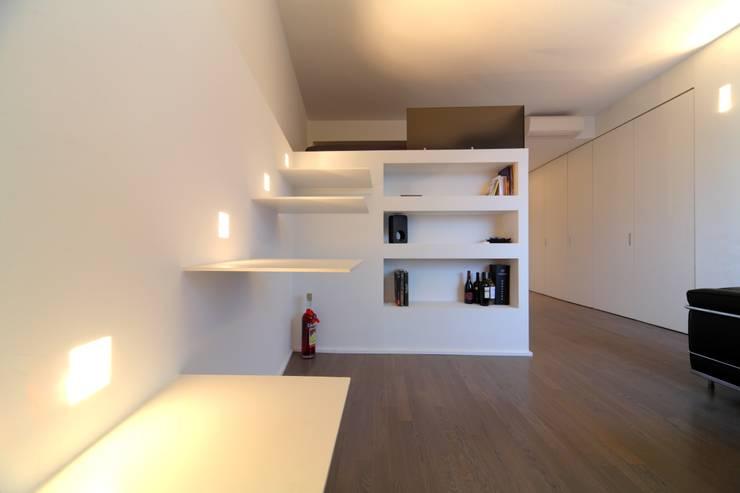 Salon de style de style Minimaliste par ristrutturami