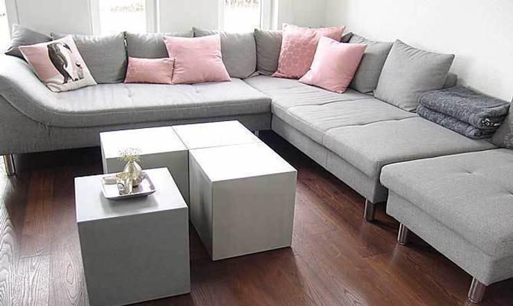Couchtisch aus Beton CUBES:  Wohnzimmer von Form in Funktion / UrbanDesigners