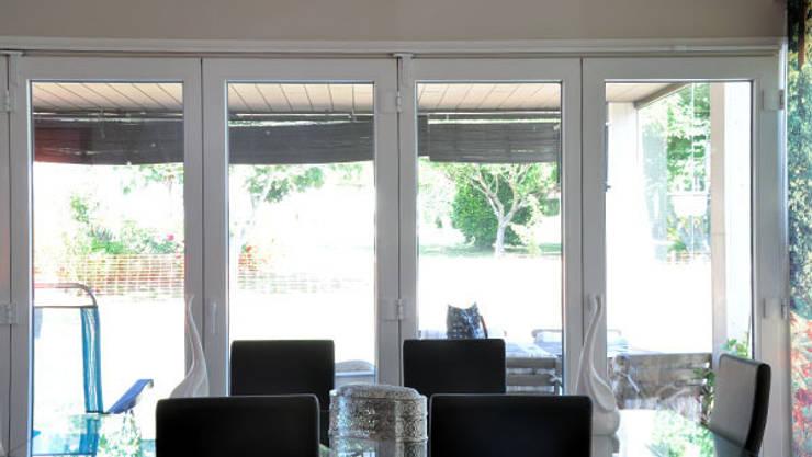 Salle à manger de style de style Moderne par Casas Cube