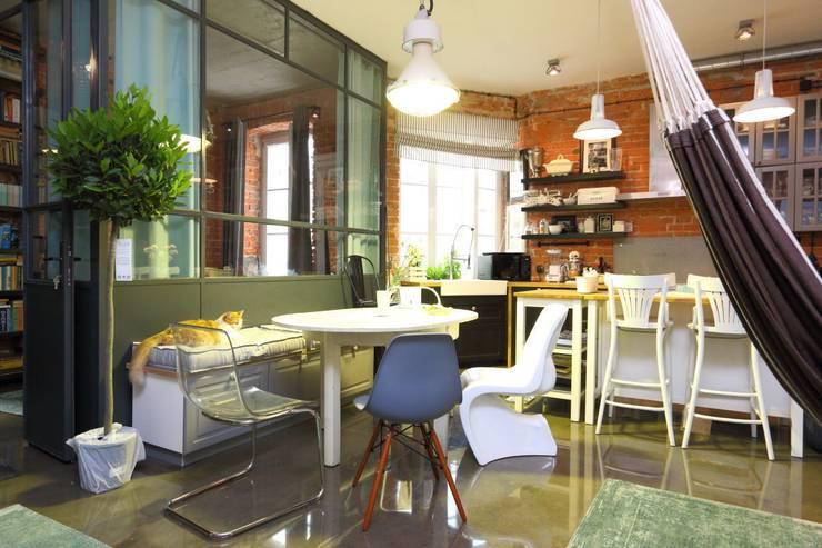 jadalnia loft praga Warszawa: styl , w kategorii Jadalnia zaprojektowany przez livinghome wnętrza Katarzyna Sybilska