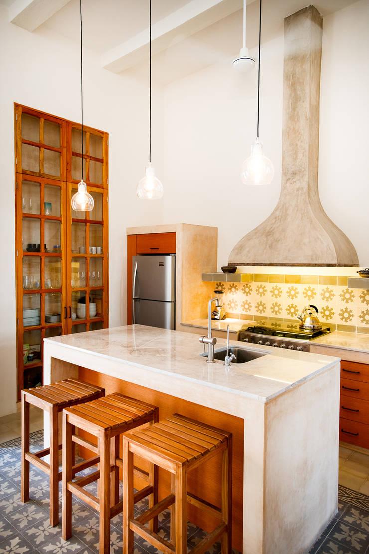 Casa GC55: Cocinas de estilo  por Taller Estilo Arquitectura