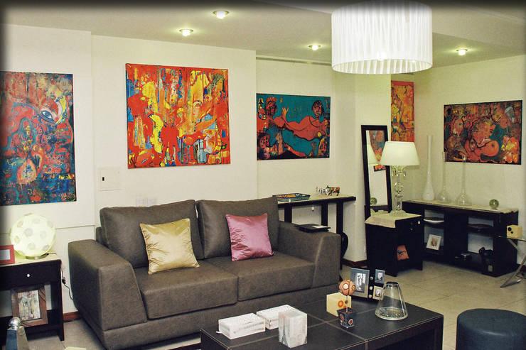 Muestra  de obras en Casa&Arte:  de estilo  por Casa&Arte,Ecléctico