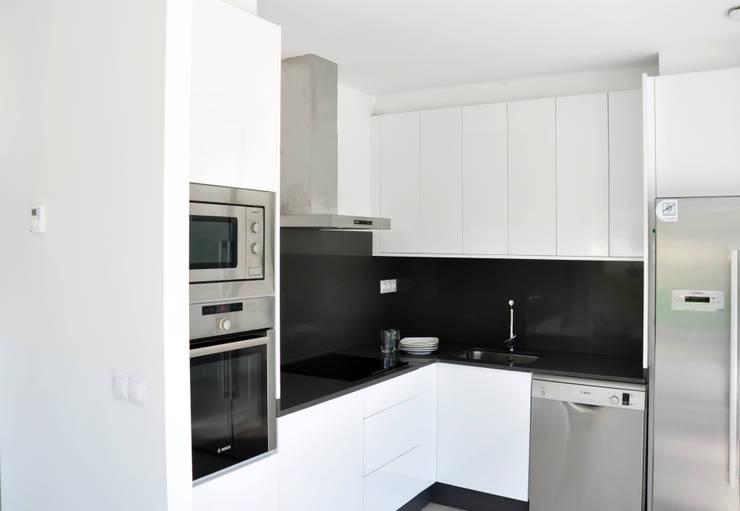 Nhà bếp by Casas Cube