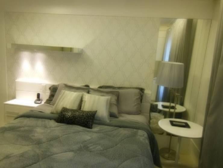 """Dormitório de Casal """"all white"""".: Quartos  por TOA - Traços Oficina de Arquitetura"""