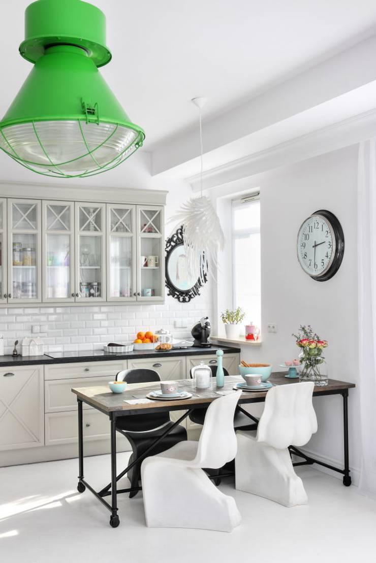 VINTAGE ,LOFT .. FUZJA STYL: styl , w kategorii Kuchnia zaprojektowany przez livinghome wnętrza Katarzyna Sybilska,