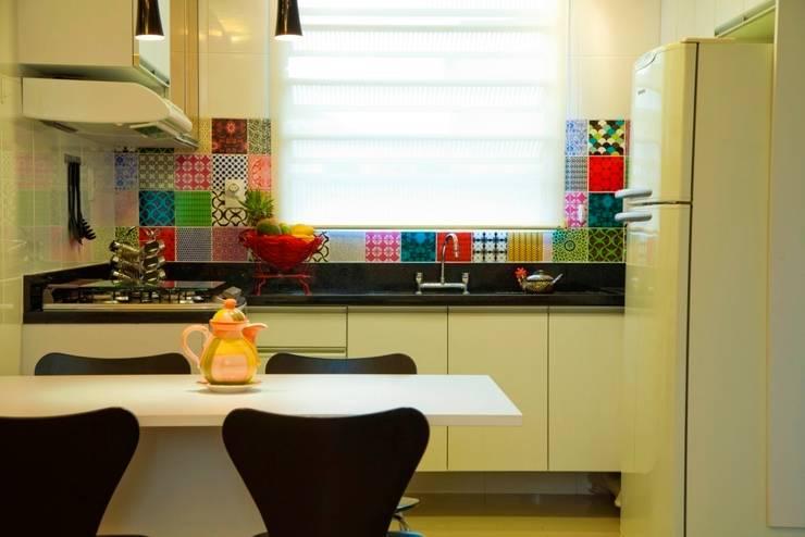 Cozinha Compacta: Cozinhas  por Marcia Debski Ferreira Designer de Interiores