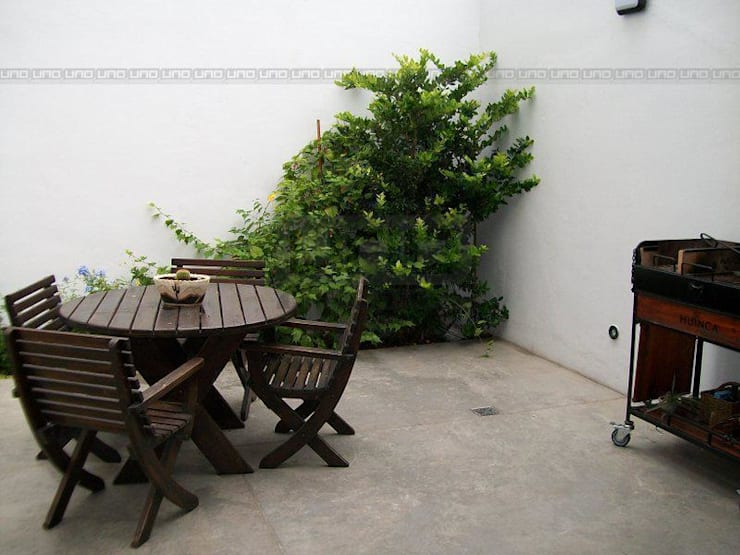 Jardins modernos por Uno Propiedades