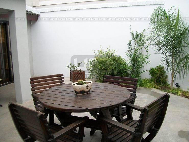 San Lorenzo y Alsina: Jardines de estilo  por Uno Propiedades