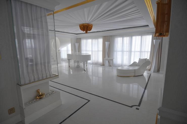 LUKSUSOWY APARTAMENT NAD MORZEM: styl , w kategorii Salon zaprojektowany przez livinghome wnętrza Katarzyna Sybilska,Nowoczesny