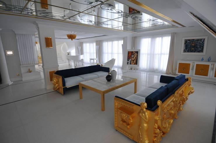 LUKSUSOWY APARTAMENT NAD MORZEM: styl , w kategorii Salon zaprojektowany przez livinghome wnętrza Katarzyna Sybilska