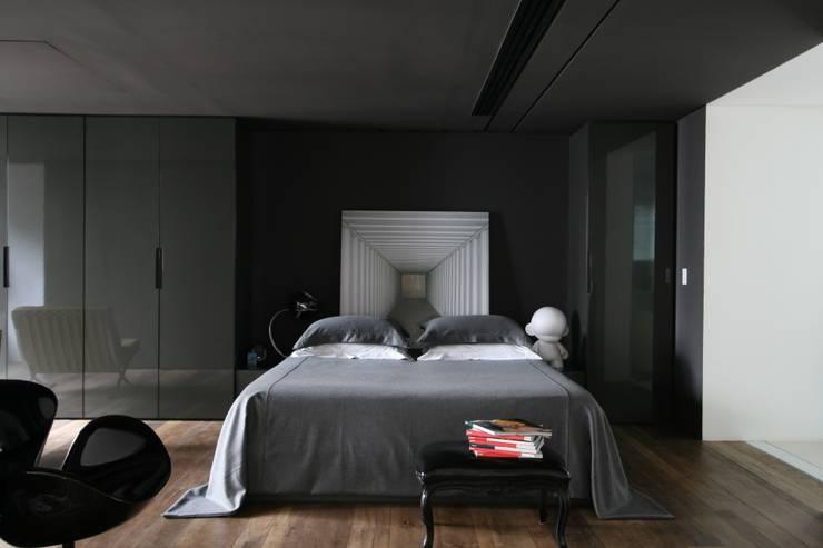 APARTAMENTO BELA CINTRA: Quartos  por Calio design + interiores =