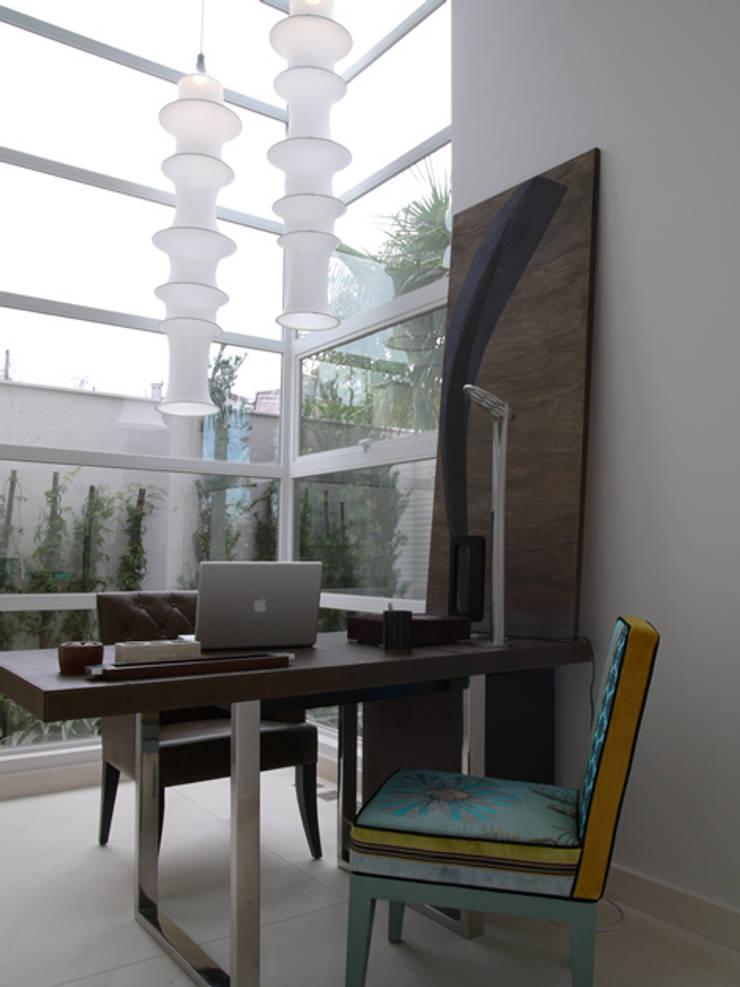 Residência Sorocaba: Escritórios  por Denise Barretto Arquitetura
