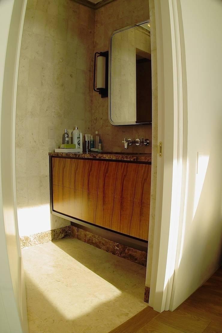 Тумбы в санузел: Ванная комната в . Автор – Мебельная мастерская Александра Воробьева