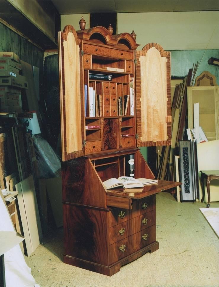 Английский кабинет: Гостиная в . Автор – Мебельная мастерская Александра Воробьева