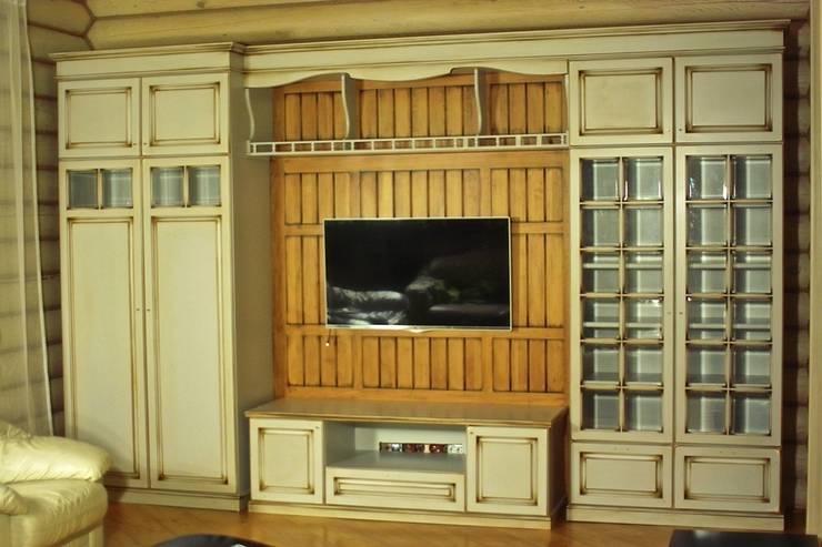 Шкаф в гостиную: Гостиная в . Автор – Мебельная мастерская Александра Воробьева
