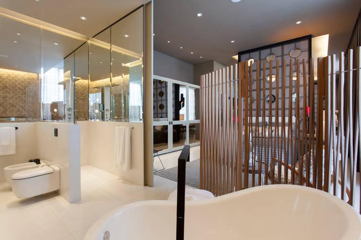 Salle de bains de style  par Denise Barretto Arquitetura