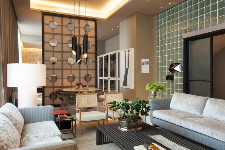 Loft do Casal: Salas de estar  por Denise Barretto Arquitetura