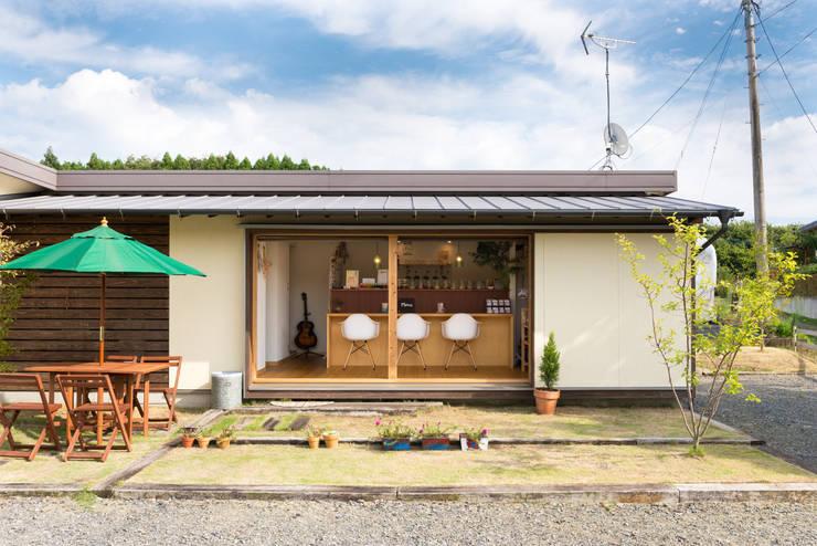 cafeのある小さなおうち: FAD建築事務所が手掛けた家です。