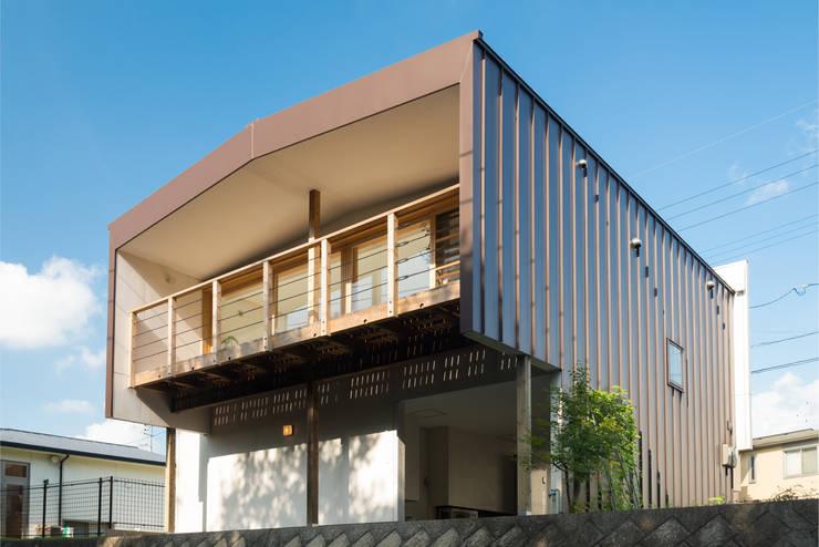 杜をつかまえる家: FAD建築事務所が手掛けた家です。,モダン