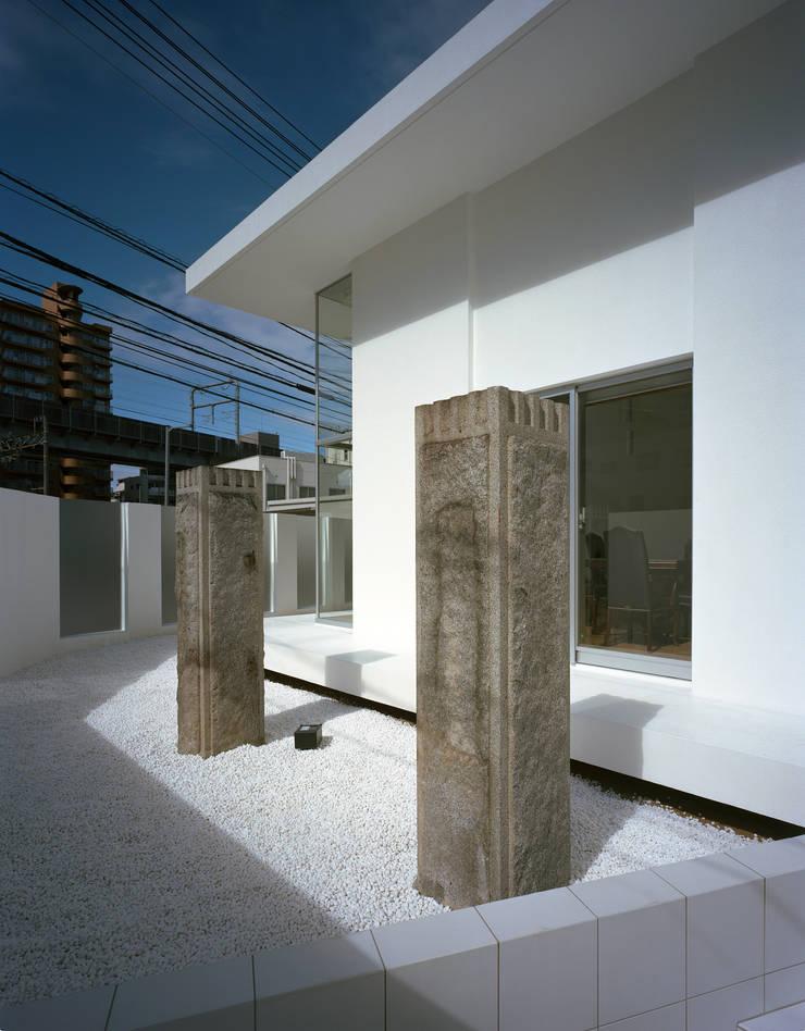 横川の家: 中本一哉建築設計事務所が手掛けた庭です。