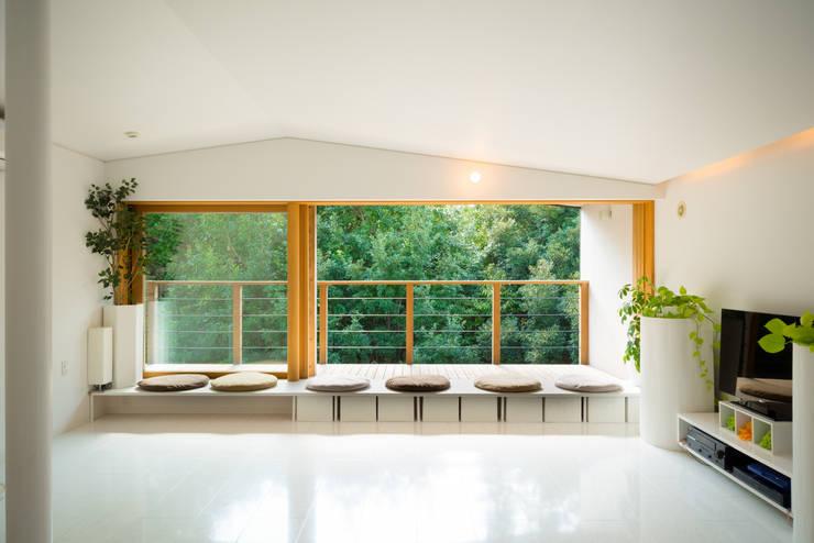 杜をつかまえる家: FAD建築事務所が手掛けた窓&ドアです。
