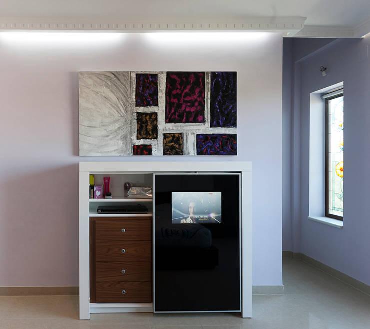 Ahorra espacio: Dormitorios de estilo  de AZD Diseño Interior