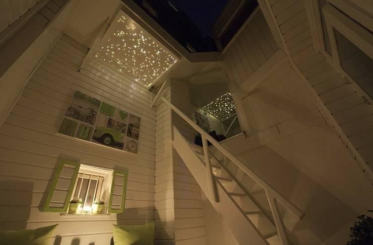Dakterras sterrenhemel plafond verlichting met glasvezel LED:  Balkon, veranda & terras door MyCosmos