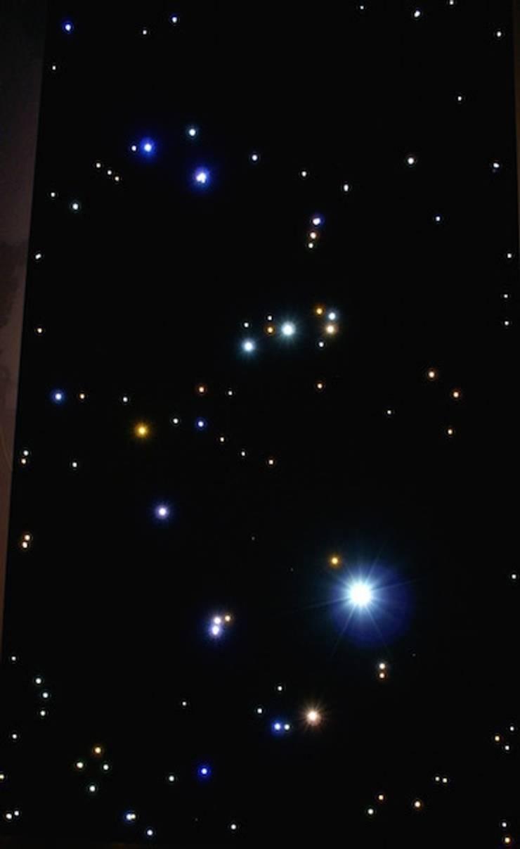 Dakterras sterrenhemel plafond verlichting met glasvezel LED met Vallende Sterren:  Balkon, veranda & terras door MyCosmos