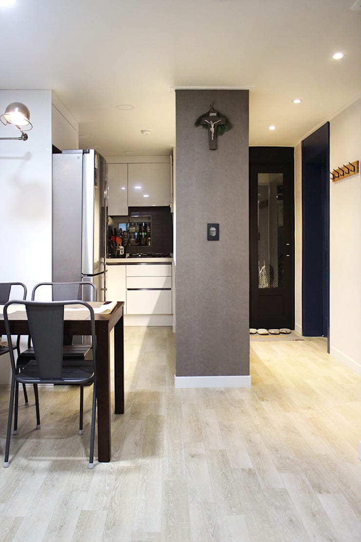 블루 포인트의 아파트 인테리어: dip chroma의  주방
