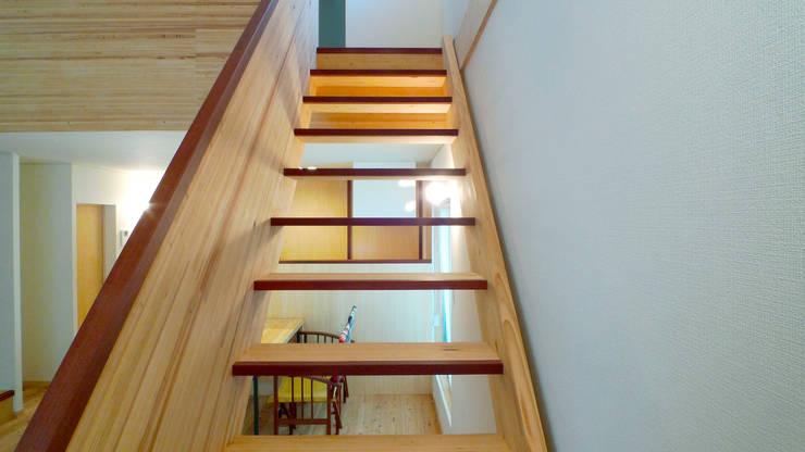 北側リビングが生きる家 モダンスタイルの 玄関&廊下&階段 の FAD建築事務所 モダン