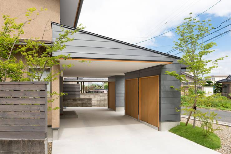 インナーガレージ: FAD建築事務所が手掛けた家です。
