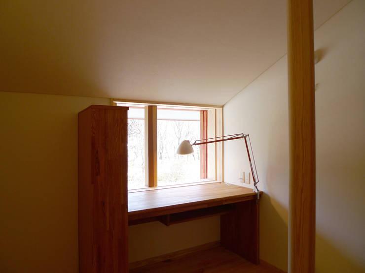 住宅街に建つ穏やかな家: FAD建築事務所が手掛けた子供部屋です。