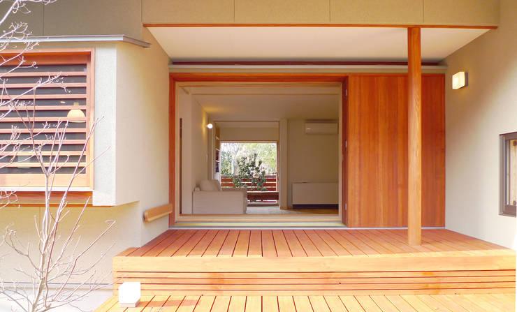 住宅街に建つ穏やかな家: FAD建築事務所が手掛けた家です。