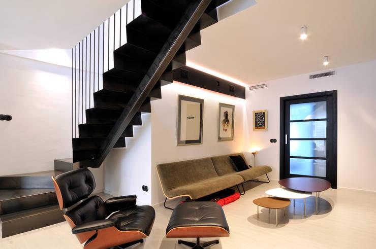 Interiorismo de un piso en Girona: Salones de estilo minimalista de FAA Fraguell Arquitectes Associats, scp