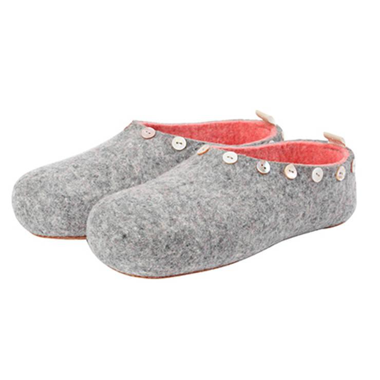 Vilten damesslof Button grey:   door esgii, Landelijk