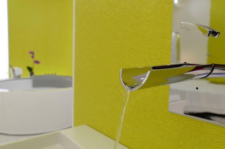 Giulivo Hotel&Village: Bagno in stile in stile Moderno di architecture and design