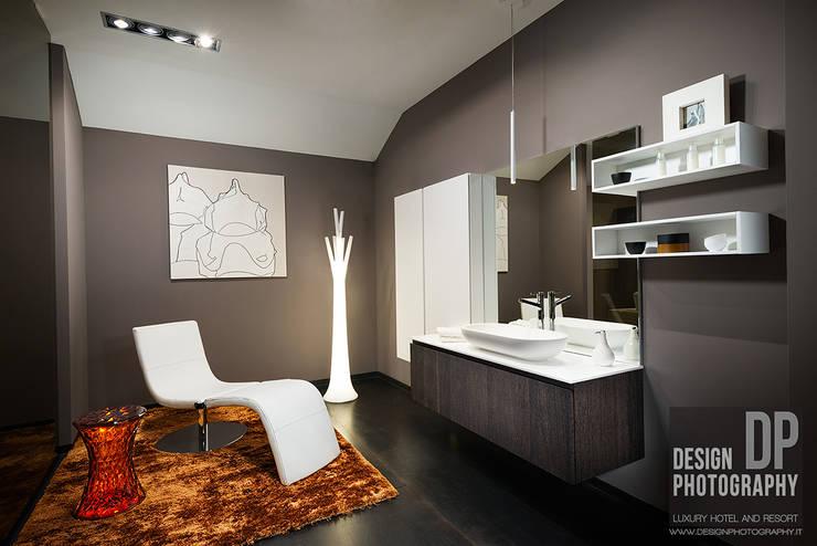 Casas de banho modernas por Design Photography