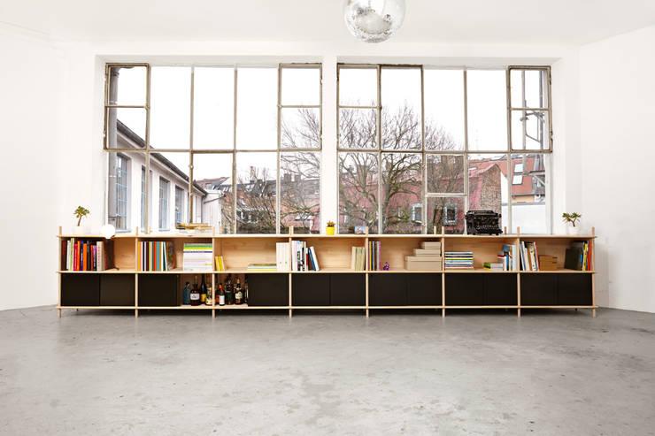 Split - Regalsystem: moderne Wohnzimmer von Neuvonfrisch